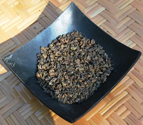 Doi Mae Salong Shi Er Black Pearls, dry pearls, black / red tea, close-up