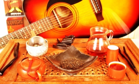 Celebrating handmade music & Lapsang Jin Jun Mei Chinese Black Tea