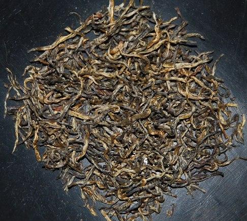 Tongmu Lapsang Jin Jun Mei: dry leaves & buds