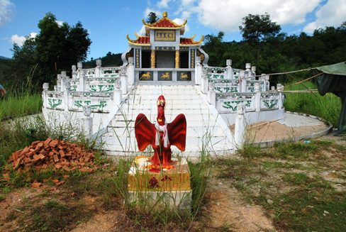 Chinese (Korean?) monument (tomb?) throning over tea gardens in Ban Therd Thai