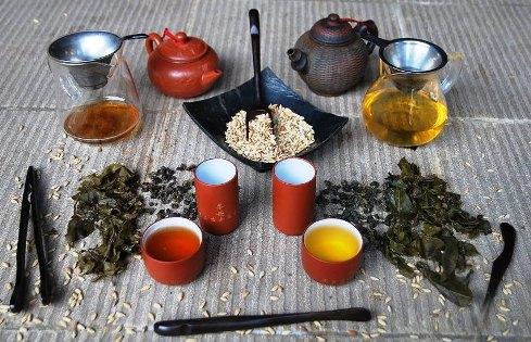 Classic and Premium version of Cha Khao Hom Thai Rice Tea in direct comparison