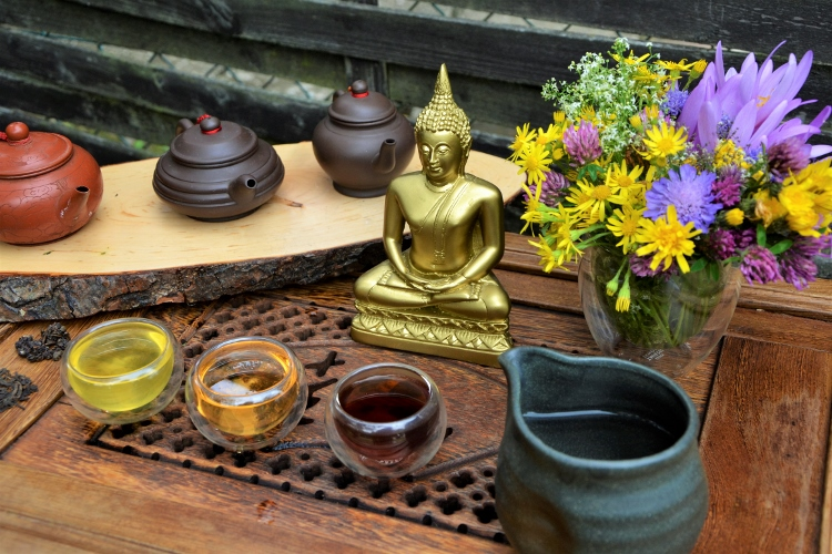 Drinking tea with Buddha - Green Sencha Tea / Dong Ding Oolong Tea / Lincang Ripe Pu Erh Tea